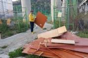 통영시 광도면 안정저수지 및 인근 도로변 일대....생활쓰레기 즐비 주민들 고통 호소