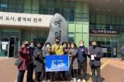 여의동 자생단체연합, '코러나19' 극복 위한 성금 100만원 여의동주민센터 전달